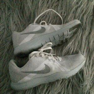Nike flex run tr8 size 6